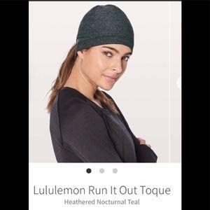 Lululemon run it out toque